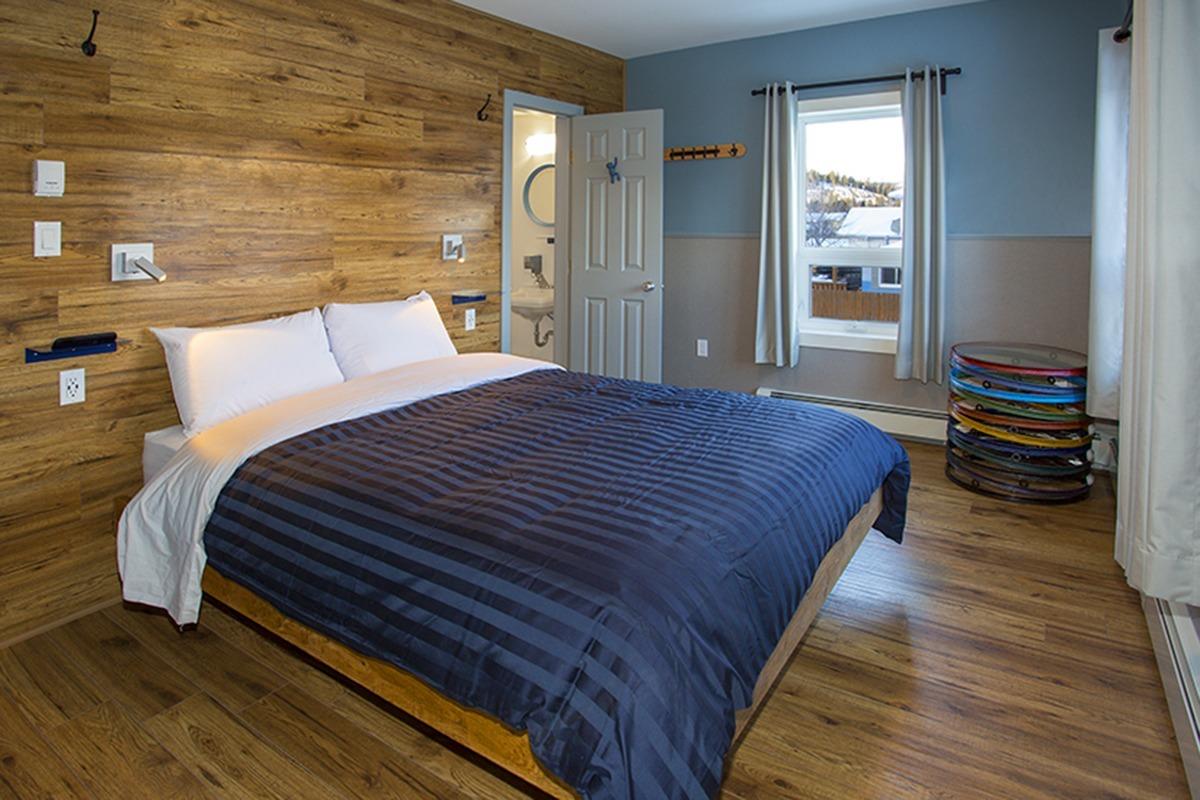 Room B _ Queen Bed