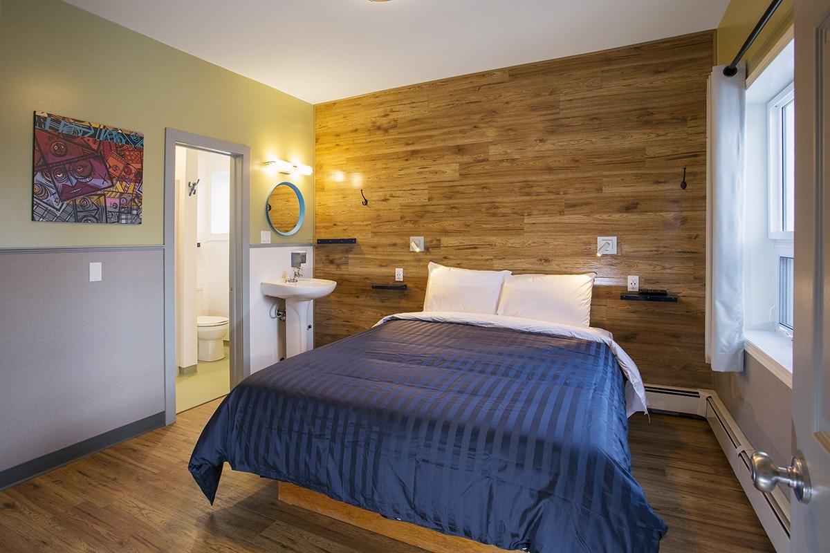 Room E_Queen Bed